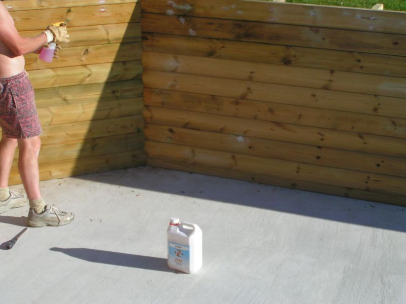 pose des feutres et du liner installation piscine bois