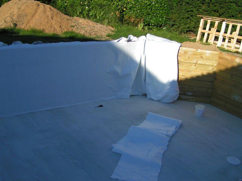 Pose des feutres et du liner installation piscine bois for Installation liner piscine