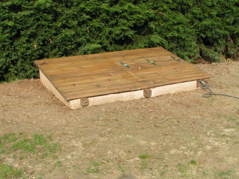 Abris pour groupe filtration installation piscine bois for Filtration piscine enterree